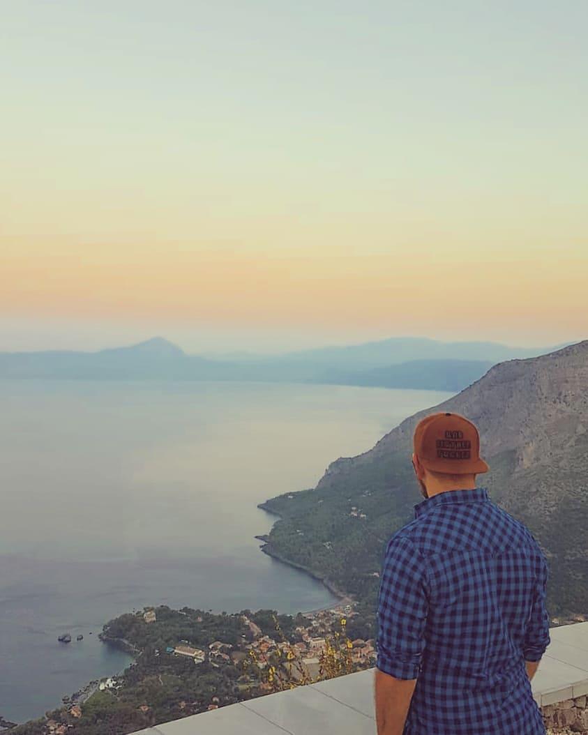 "Francesco Luca Labianca on Instagram: ""#dawn #sunrise #alba #cristoredentore #maratea #basilicata #snapback #sea #bolognaise #avgbologuy #colorful #lowcontrast #lavastità…"""