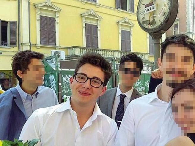Lo studente goliardo che ha proiettato il film hard in piazza «Salvato dalla Rete» - Corriere.it