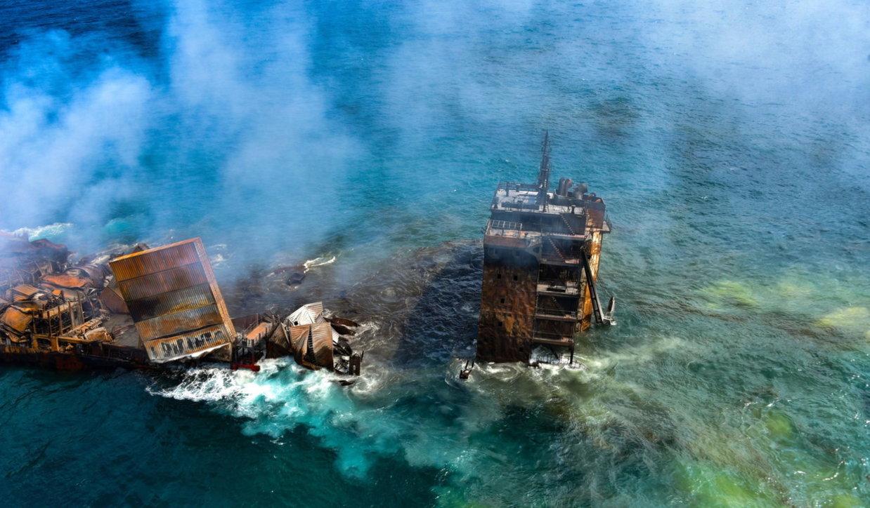 Sri Lanka, affonda cargo con a bordo sostanze chimiche: disastro ambientale